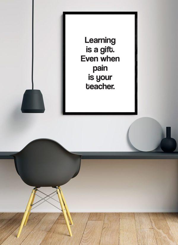learning-gift-poster-design-Schreibtisch